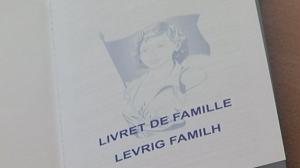 L'Estat francès prohibeix el bilingüisme oficial